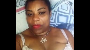 Sextpae d'une femme marié qui se masturbe pour son amant