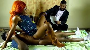 Il paie un gigolo pour satisfaire sa femme
