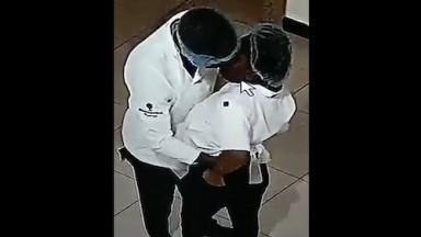 Camera de surveillance suprend 2 employé entrain de baiser dans la cuisine