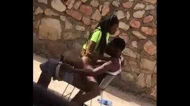 CAMERA CACHEE: Une bonne baise sur la chaise
