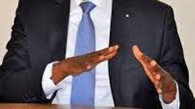 Un ministre vient en aide aux détenues du camp penal pour ne pas que ses nues soient publiées